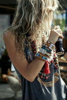 New Moda Femenina Hipster Chic Ideas Boho Gypsy, Gypsy Style, Hippie Boho, Bohemian Style, Bohemian Hair, Beach Hippie, Modern Hippie Style, Modern Gypsy, Hippie Hair