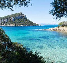 Cala Moresca e l'isola di Figarolo, Golfo Aranci, in una foto di Luigi Farina @luigi_farina73