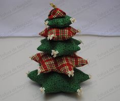 This is so cute for a table decoration! Christmas Crafts, Christmas Decorations, Table Decorations, Christmas Ideas, Christmas Ornaments, Holiday Decor, Table Runner Pattern, Quilting Projects, Crafts To Make