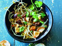 Unser Rezept für Asiasoup ist als leichtes Suppenrezept für die bewusste und vegane Ernährung geeignet. Wir wünschen guten Appetit! http://www.fuersie.de/kochen/vegetarische-und-vegane-rezepte/artikel/rezept-asiasoup