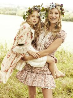 Just a few days left for Mother's Day shopping. Kate Moss with her daughter. Photo credit: @Vogue Magazine #mothersday