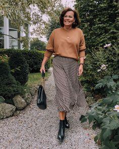 #herbstmode2019 #ü50blogger #autumnfashion #styleover50 Austria, Midi Skirt, Personal Style, Photo And Video, Skirts, Blog, Beauty, Instagram, Fashion