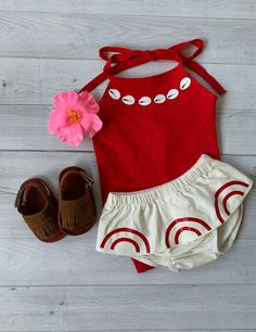 Excited to share this item from my shop: Princess Moana inspired Baby costume Disney ,cream bloomer, red bodysuit, hawaiian clip flower and sandals. Moana Birthday Party Theme, Moana Birthday Outfit, 2nd Birthday Party For Girl, Moana Themed Party, Moana Party, Birthday Party Outfits, August Birthday, Baby Moana Costume, Baby Costumes