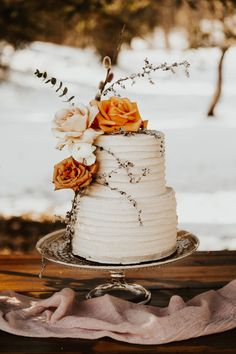 A Warm And Sunny Winter Wonderland Wedding #weddingcake #winterwedding #whiteweddingcake Simple Elegant Wedding, Elegant Wedding Cakes, Wedding Cake Designs, Simple Weddings, Blush Weddings, White Weddings, Elegant Cakes, Indian Weddings, Burnt Orange Weddings