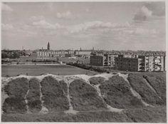 Ringdijk amsterdam ,gezien in de richting van de Admiraal de Ruyterweg je ziet de toren van de Boomkerk. (katholieke Kerk van Sint-Franciscus van Assisi ) in de verte. Net over de dijk zie je links het sport veld aan de Multatuliweg. ( dat was een prachtig speel terrein die dijk )