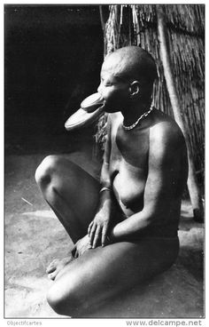 ChadianSara woman. Via Delcampe.