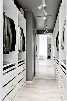 New Ideas house interior design bedroom walk in closet Walk In Closet Small, Walk In Closet Design, Closet Designs, Bedroom Drawers, Bedroom Storage, Bedroom Decor, Mirror Bedroom, Design Bedroom, Wardrobe Room