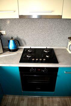 Mobilier la comanda Bucatarie MDF vopsit Turquoise lucios RAL 5021 si Bej Mat RAL 1013 Plita pe gaz si cuptor electric Bosch Kitchen Cabinets, Kitchen Appliances, Stove, Home Decor, Diy Kitchen Appliances, Home Appliances, Decoration Home, Range, Room Decor