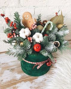 New Christmas Box Gift Candy Paper Bags Xmas Boxes Fit Party Christmas Tree 2019 Christmas Flower Arrangements, Christmas Flowers, Christmas Gift Box, Christmas Table Decorations, All Things Christmas, Christmas Home, Handmade Christmas, Christmas Wreaths, Christmas Crafts