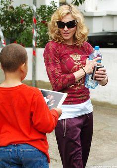 Madonna Ciccone Verona, Madonna Looks, Madonna Photos, Celebs, Celebrities, Pop, Christmas Sweaters, Photoshoot, Clothes For Women