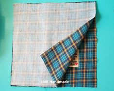 Preserve the memory of your loved ones by making a memory pillow out of their shirts. Memory pillow tutorial with step-by-step instructions. Memory Pillow From Shirt, Memory Pillows, Memory Quilts, Tie Pillows, Sewing Pillows, Sewing Hacks, Sewing Projects, Sewing Crafts, Diy Projects