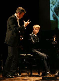 """""""Far confrontare i giovani con il pubblico li aiuta nello studio che così diventa un momento formativo""""(Lorenzo Di Bella #CivitanovaClassica) #JACOPOFULIMENI #pianoforte http://www.tdic.it/sabato-con-civitanova-classica-piano-festival/"""