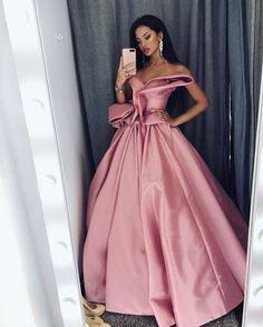 grafika dress, girl, and cute Simple Dresses, Pretty Dresses, Beautiful Dresses, Gorgeous Dress, Formal Dress Shops, Formal Gowns, Beautiful Evening Gowns, Designer Evening Gowns, Disney Princess Dresses