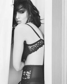 A perfect example of a classy #boudoir #photography #lingerie #fashionistas #fashionbloggers #blogger #beautytips #beauty #hellentorres #torreshellen