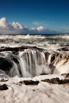 Thor's Well, part of Cape Perpetua, is a breathtaking natural salt-water fountain in Oregon.