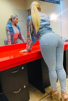 Superenge Jeans, Sexy Jeans, Thighs Women, Botas Sexy, Thick Girl Fashion, Curvy Girl Outfits, Girls Jeans, Sexy Dresses, Hot Bikini