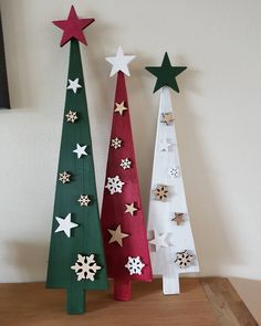 Best of inexpensive christmas decorations rustic from pallet christmas trees 52 Christmas Wood Crafts, Pallet Christmas Tree, Easy Christmas Decorations, Rustic Christmas, Simple Christmas, Christmas Projects, Holiday Crafts, Christmas Crafts, Christmas Ornaments