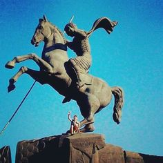 #MoscowTours On our Red Square and City tour.  The monument is devoted to Saint George slaying the dragon. It has been the symbol of Moscow since XV century! #friendlylocalguides #moscowtour #moscow #russia #monument #stgeorge #travel #victorypark