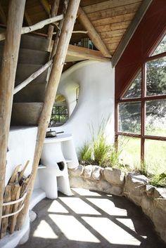 глиняный дом с верандой