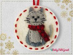 a party ornament from felt Felt Christmas Decorations, Felt Christmas Ornaments, Christmas Animals, Christmas Cats, Xmas, Felt Ornaments Patterns, Felt Cat, How To Make Ornaments, Beaded Ornaments