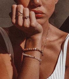 Jewerly Photography Ideas Inspiration Jewels For 2019 Piercings, Photographie Portrait Inspiration, Shotting Photo, Foto Casual, Cindy Kimberly, Jewelry Accessories, Gold Jewelry, Beach Jewelry, Jewelry Ideas
