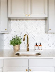 Freaking Out Over Your Kitchen Backsplash? Benjamin+Moore+Chelsea+Gray+Cabinets+and+Marble+Herringbone+Kitchen Backsplash+ Kitchen Nook, Kitchen Tiles, New Kitchen, Kitchen Backsplash Ideas With Quartz, Kitchen Grey, Design Kitchen, Kitchen Colors, Kitchen Interior, Chelsea Gray