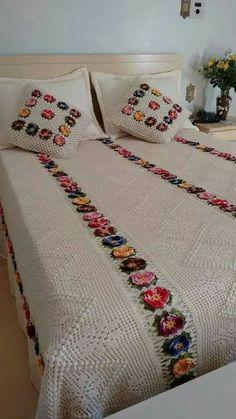 Crochet 'Spitspot Summer Love Blanket' Crochet along (CAL) Crochet Bedspread, Crochet Quilt, Crochet Squares, Crochet Home, Crochet Blanket Patterns, Crochet Granny, Crochet Motif, Crochet Yarn, Filet Crochet
