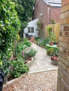 A Cottage in Totteridge Small Courtyard Gardens, Small Backyard Gardens, Small Space Gardening, Garden Spaces, Small Gardens, Outdoor Gardens, French Courtyard, Courtyard Design, Garden Beds