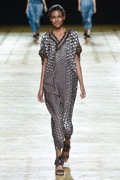 Issey Miyake Spring 2018 Ready-to-Wear  Fashion Show Collection