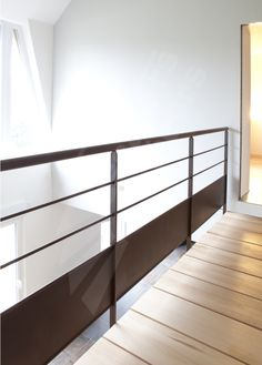 1000 images about garde corps on pinterest railings for Peinture pour escalier bois brut