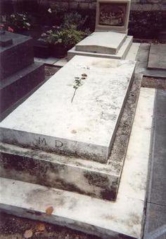 Yombe de Marguerite Duras , écrivain,  Cimitiere de Montparnasse. Paris