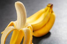 These 10 reasons will make bananas your favorite fruit.A banana contains vital nutrients and minerals. Read more and get the best out of bananas. Banana Energy, Banana Contains, Health And Wellness, Health Fitness, Bone Health, Loose Weight, Natural Cures, Home Remedies, Good To Know