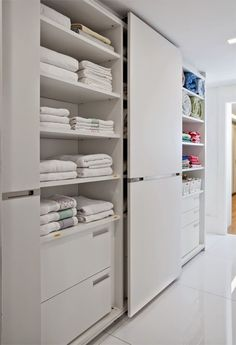 These 20 pretty closet system are made to create effective storage for your wardrobe without compromising functionality. Wardrobe Closet, Master Closet, Closet Bedroom, Linen Cupboard, Bedroom Hacks, Linen Closet Organization, Laundry Room Design, Closet Designs, Bathroom Interior