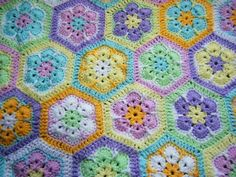 african daisy crochet baby blamket made with the stylecraft colour pack from deramores