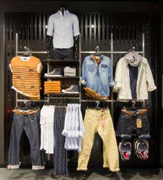 Boutique Interior, Clothing Store Interior, Clothing Store Displays, Clothing Store Design, Visual Merchandising Fashion, Merchandising Ideas, Fashion Window Display, Fashion Displays, Denim Display