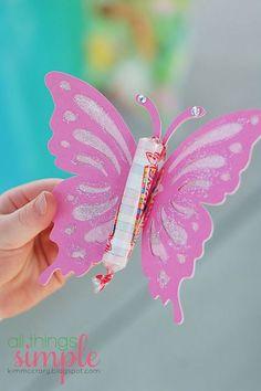 Si te encantan las mariposas, mira todas estas ideas para crear bellos obsequios con paletas o dulces. Lo único que hay que hacer es recorta...