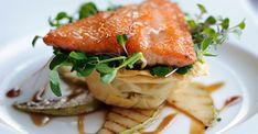 Exquisita preparación gourmet de salmón en salsa de pera, especial para sorprender a tus invitados este fin de semana.