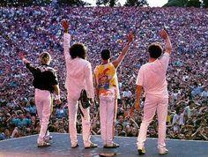 QUEEN - Freddie Mercury, Brian May, Roger Taylor & John Deacon