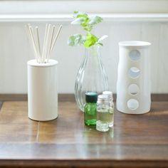 Wünschst Du Dir einen frischen, angenehmen Geruch in Deinen vier Wänden? Wir erklären Dir, wie einfach und schnell Du einen Raumduft selber machen kann.