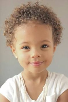 Oh my goodness, she's so stinkin' cute😍 I love her cute curly sandy brown hair and that adorable little smile 😍* Beautiful Black Babies, Beautiful Smile, Beautiful Children, Cute Kids, Cute Babies, Curly Hair Styles, Natural Hair Styles, Mixed Babies, Mixed Children