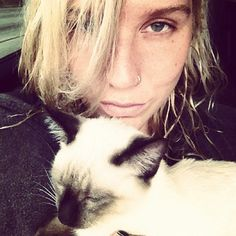 Kesha Rose with her cat! ❤