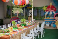 The table settings at this summer party are so cool! Great idea for a Moana Birthday party!! See more party ideas and share yours at CatchMyParty.com