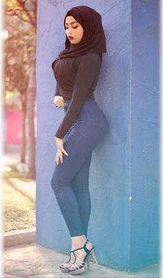 Iranian Women Fashion, Curvy Women Fashion, Girl Fashion, Arab Girls Hijab, Girl Hijab, Beautiful Muslim Women, Gorgeous Women, Beautiful Hijab Girl, Belle Nana