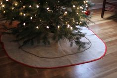 Burlap tree skirt with simple piping... I might make something similar. No rope, though.