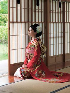 Japanese Woman wearing a green Kimono Dress. Women of the World wearing Green. Traditional Kimono, Traditional Fashion, Traditional Dresses, Traditioneller Kimono, Green Kimono, Japanese Costume, Wedding Kimono, Japanese Wedding, Art Japonais