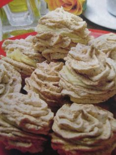 Orechové pusinky :: Úžasné recepty Cookie Desserts, Sweet Desserts, Just Desserts, Christmas Sweets, Christmas Cookies, Pavlova, Cake Recipes, Food And Drink, Low Carb