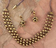 Handmade terracotta jewelry painted in gold… Pearl Necklace Designs, Jewelry Design Earrings, Bead Jewellery, Beaded Jewelry, Jewelery, Saree Jewellery, Temple Jewellery, Diy Jewelry, Gold Jewelry