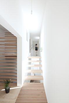 Stair | House - Japan by Katsutoshi Sasaki + Associates 佐 々 木 勝 敏 建 築 設 計 事 務 所|