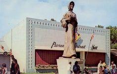 SAINT PAUL. Pioneer Woman. Pioneer Portrait Hall, Minnesota State Fair.