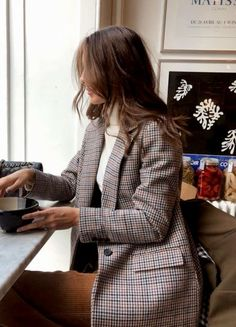 Top 10 Wardrobe Essentials Blazer & tweed & print & turtleneck & classy & style & ootd & what to wear & work outfit The post Top 10 Wardrobe Essentials appeared first on Katherine Levine. Mode Outfits, Casual Outfits, Fashion Outfits, Womens Fashion, Fashion Ideas, Office Outfits, Classy Outfits, Blazer Fashion, Blazer Outfits For Women